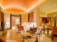 Family Stays for Free in Shangri-la Hotel Singapore