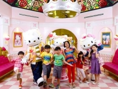 JB: Hello Kitty Town with Coach