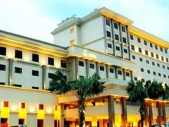 Batam: 2D1N i Hotel Stay with Breakfast, Ferry and Land Transfers, City and Shopping Tour & Lunch