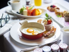 Bed and Breakfast Offer from SGD550 in The Ritz-Carlton Millenia Singapore
