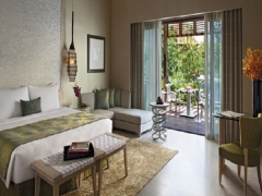 1 Night at Beach Villa with complimentary 4-Course Set Dinner for 2 in Resorts World Sentosa