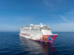 Enjoy Genting Dream up to $300 off with UOB Card