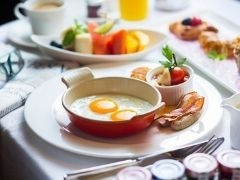 Bed and Breakfast at The Ritz Carlton Millenia Singapore